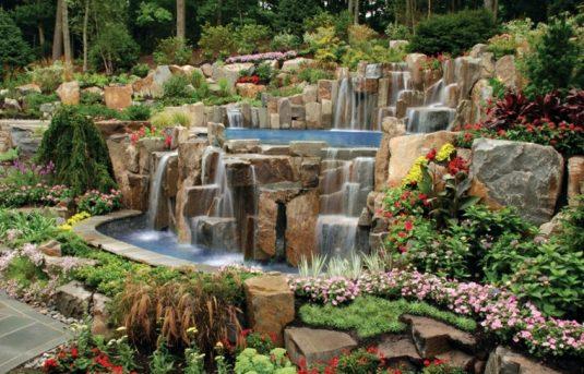 estupendas-cataratas-rocas-jardin